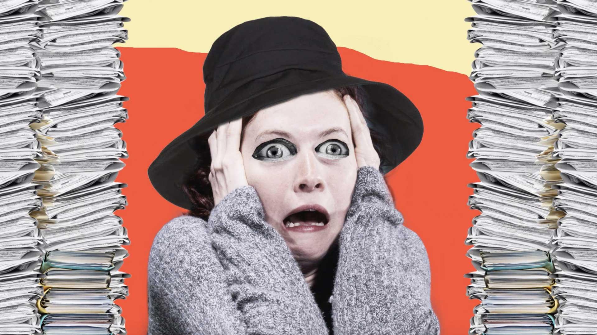 photomontage femme crier peur panique dossier administratif