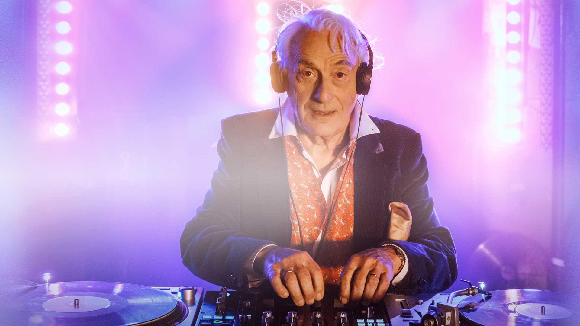 dj vieux personne âgée homme star musique mixage