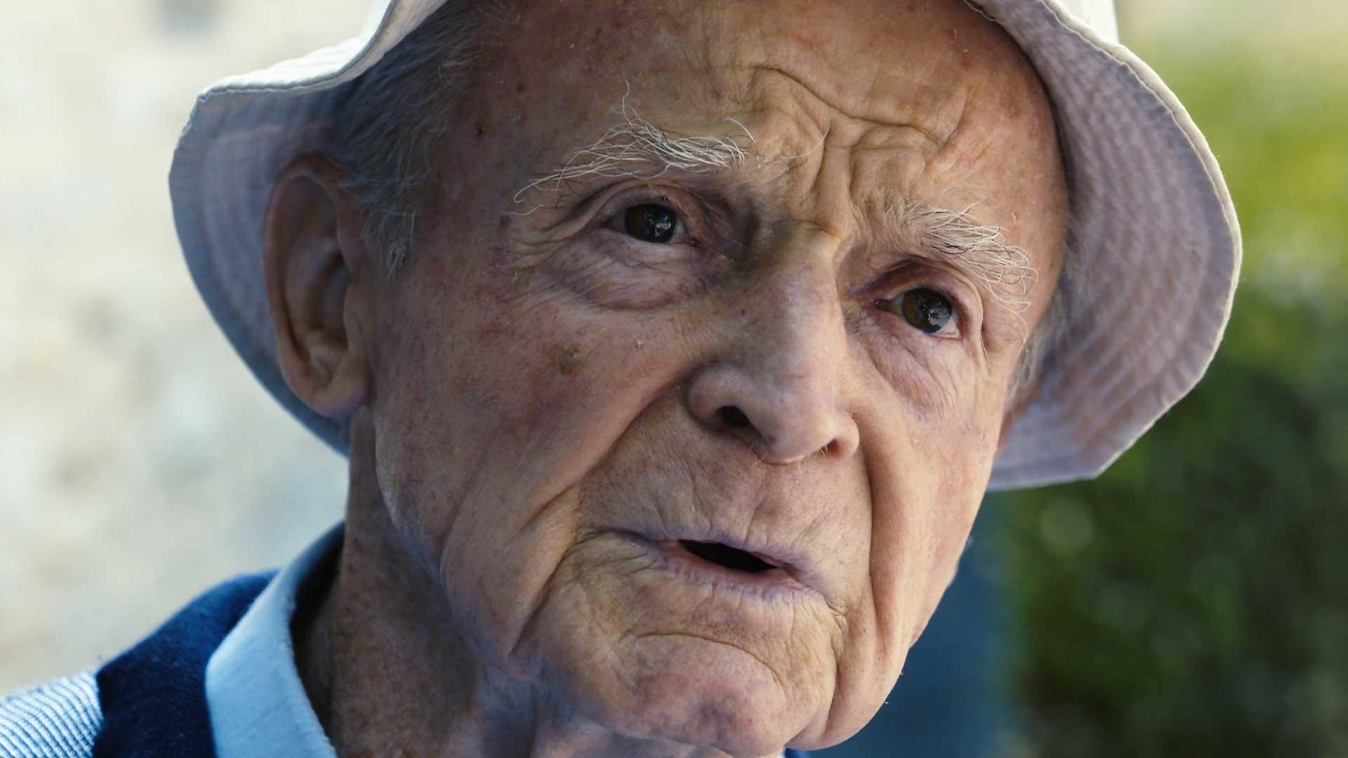 vieille homme chapeau rides ridés sourcil broussailleux