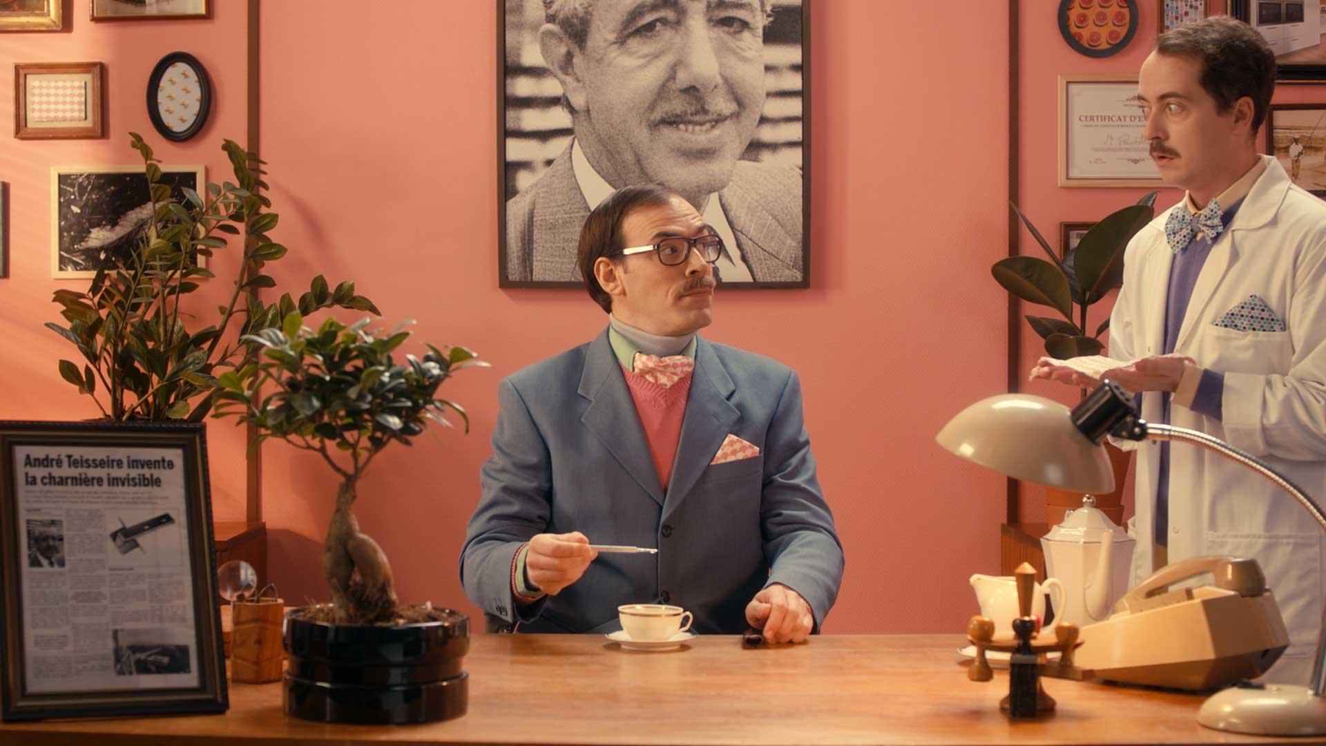 homme costume thé thermomètre température pointilleux précis assistant blouse laboratoire
