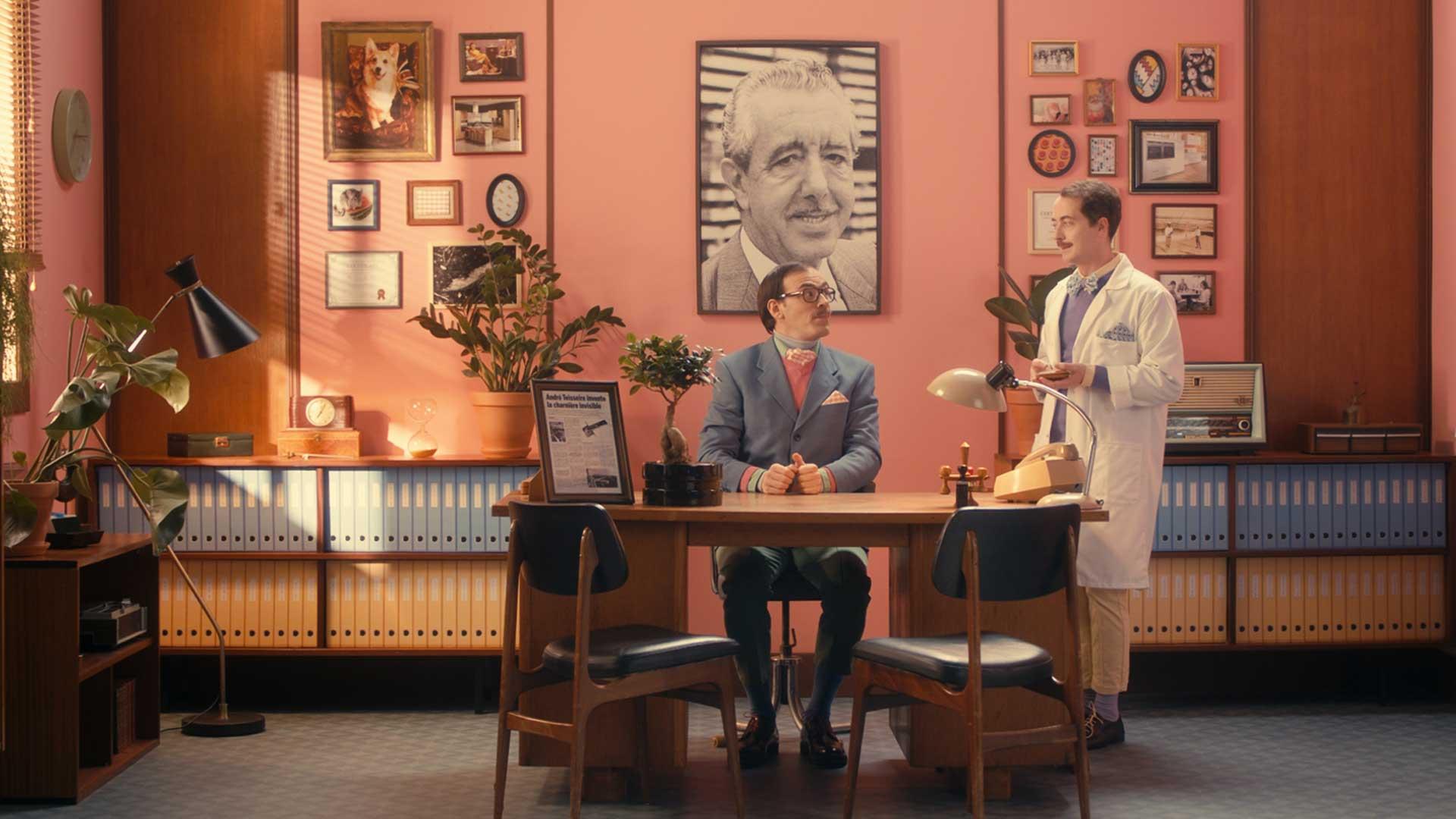 homme costume pointilleux précis assistant blouse laboratoire ficus rose